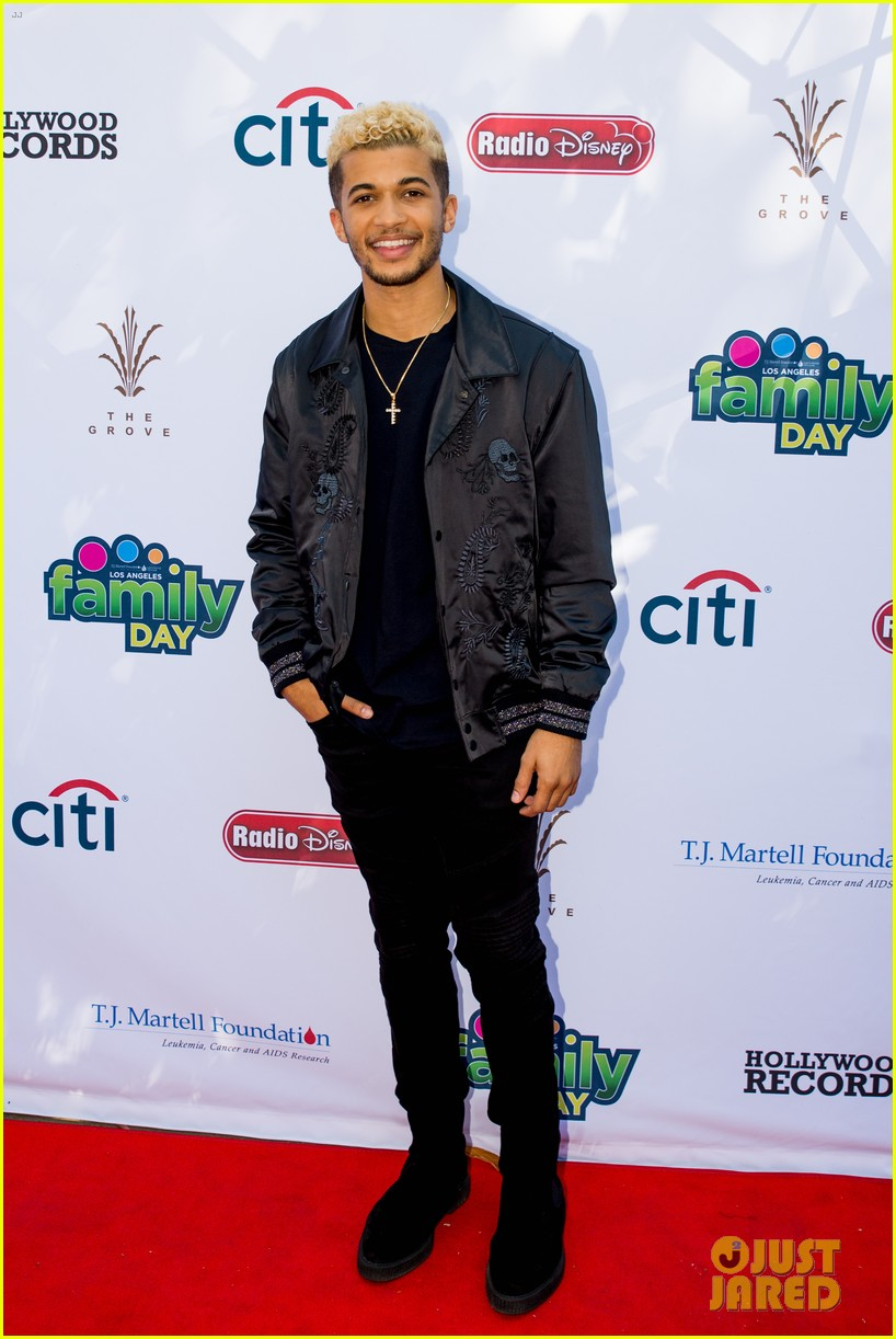 sofia carson jordan fisher la family day 05
