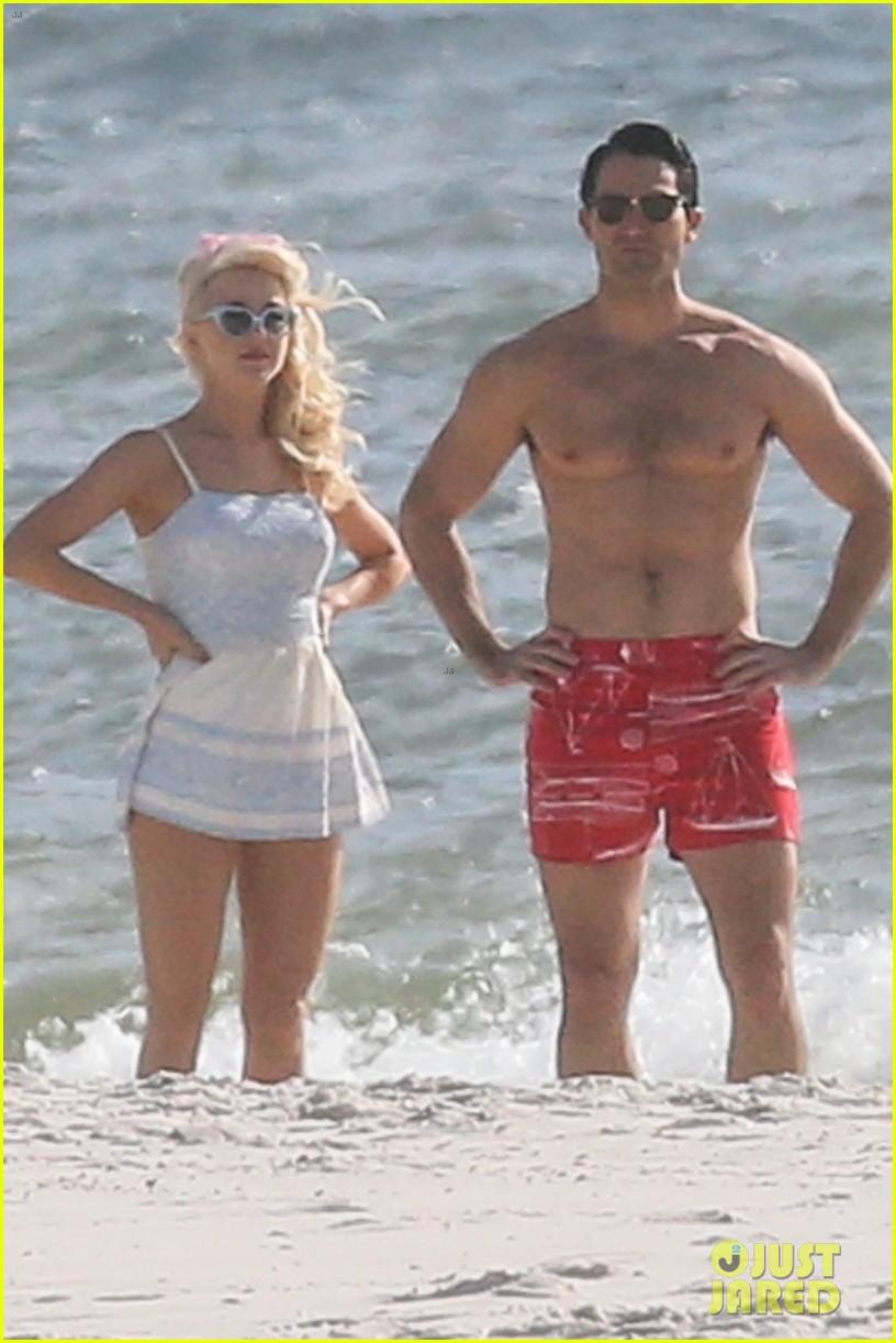 tyler hoechlin julianne hough flaunt cute pda at the beach 03