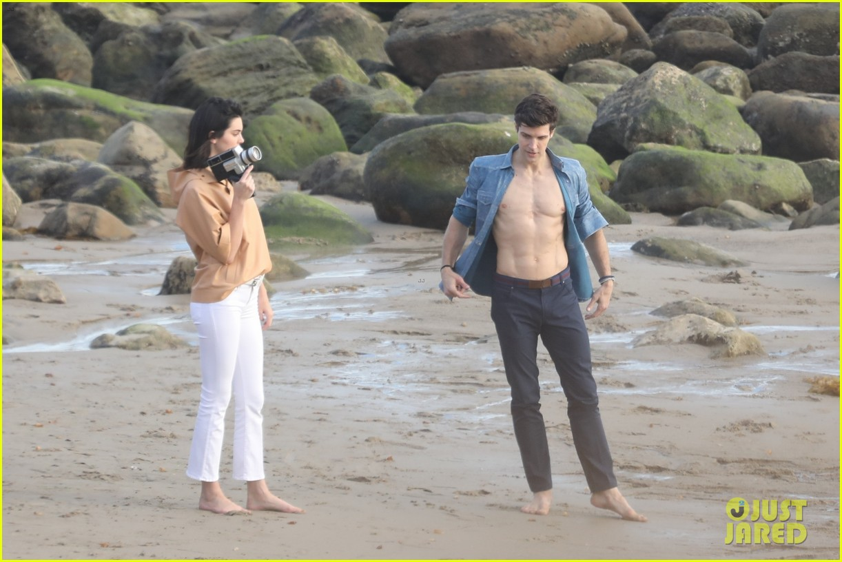 kendall jenner joins hot shirtless guy for beach photo shoot 15
