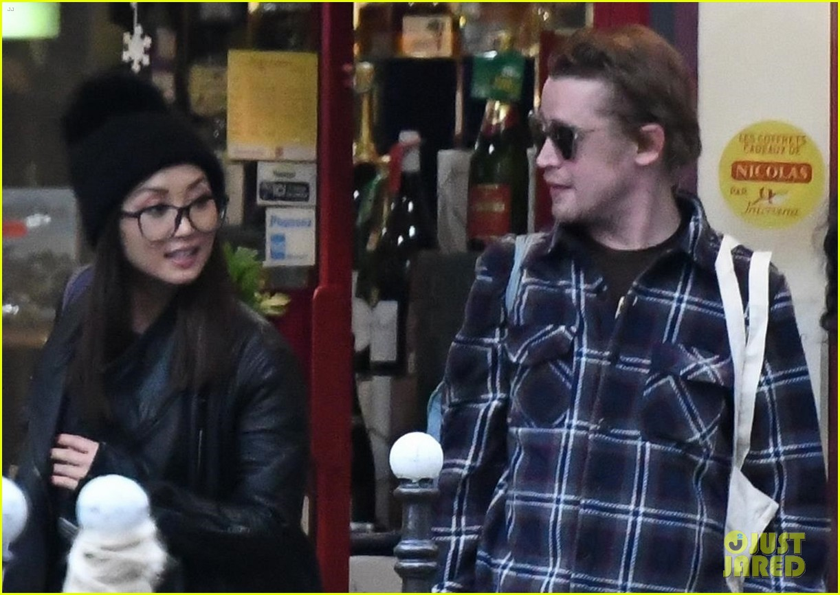 macaulay culkin and brenda song go grocery shopping in paris 04