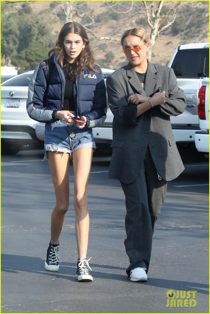 kaia gerber rocks short shorts for afternoon outing 01