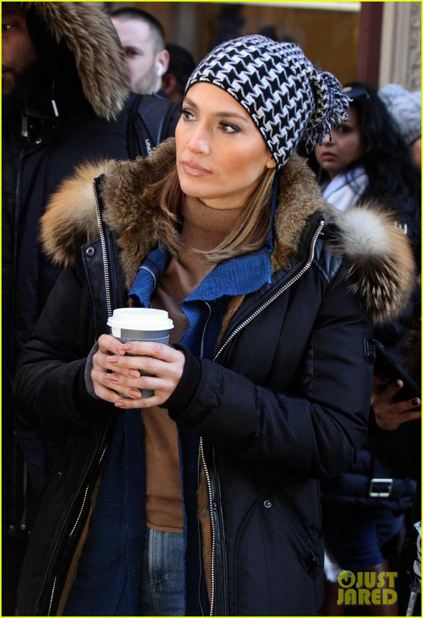 jennifer lopez and vanessa hudgens share a laugh at nyc cafe 04