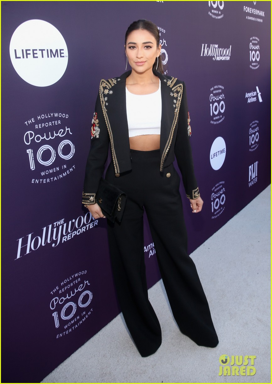yara shahidi and shay mitchell team up for thrs women in entertainment breakfast 06