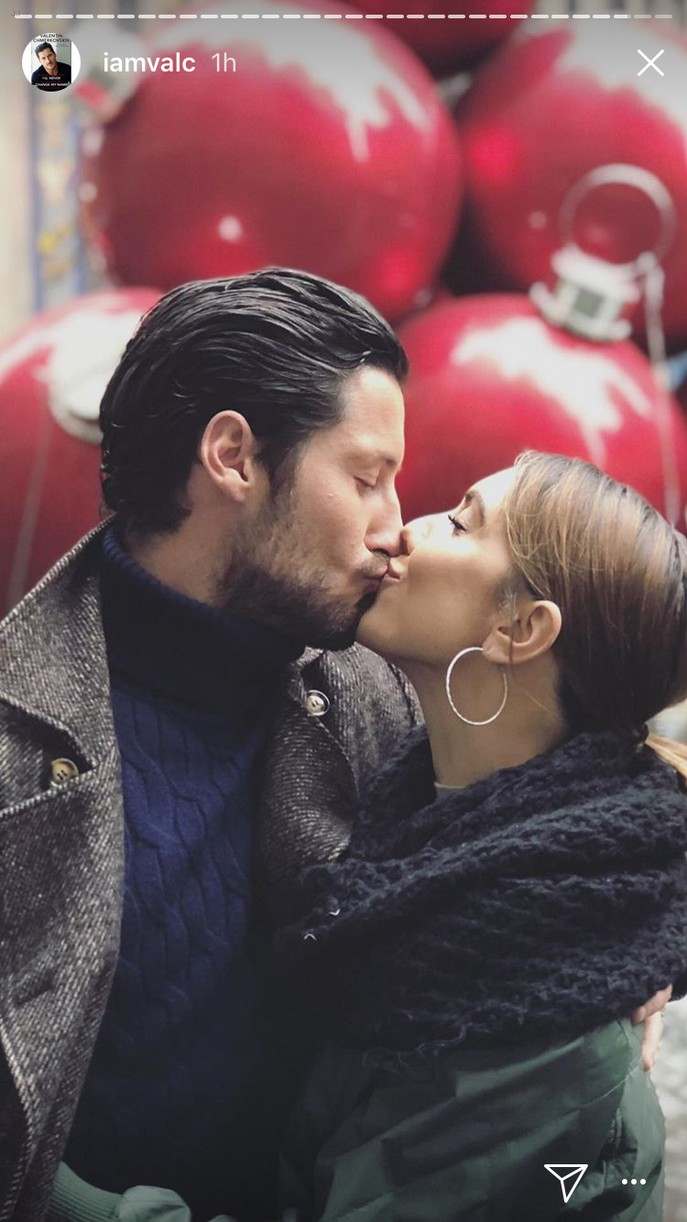 val chmerkovskiy jenna johnson take love nyc pics 04