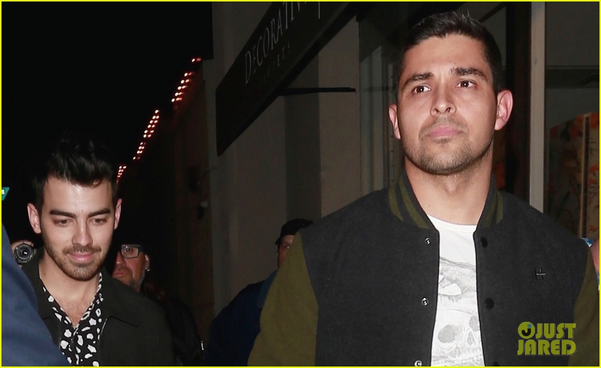 joe jonas and wilmer valderrama buddy up for weho dinner 04