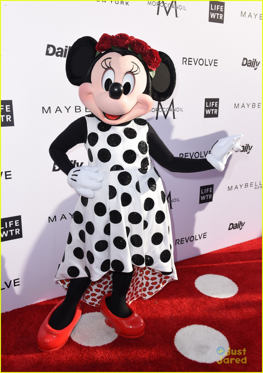 minnie mouse own star walk fame news 05
